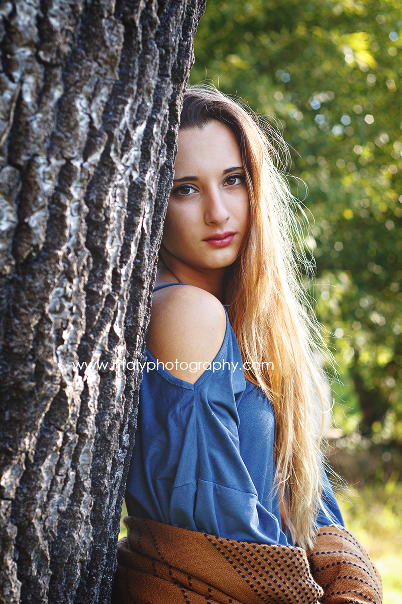 jeune femme arbre