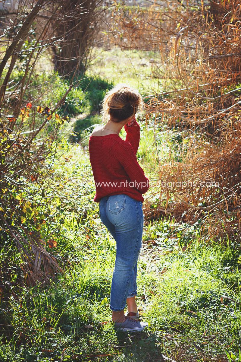 jeune femme pull rouge années 80