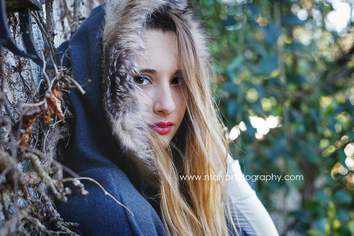 jeune femme cape rétro