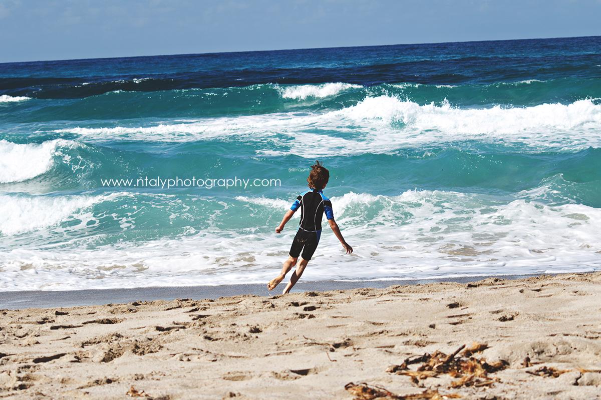 enfant plage vagues
