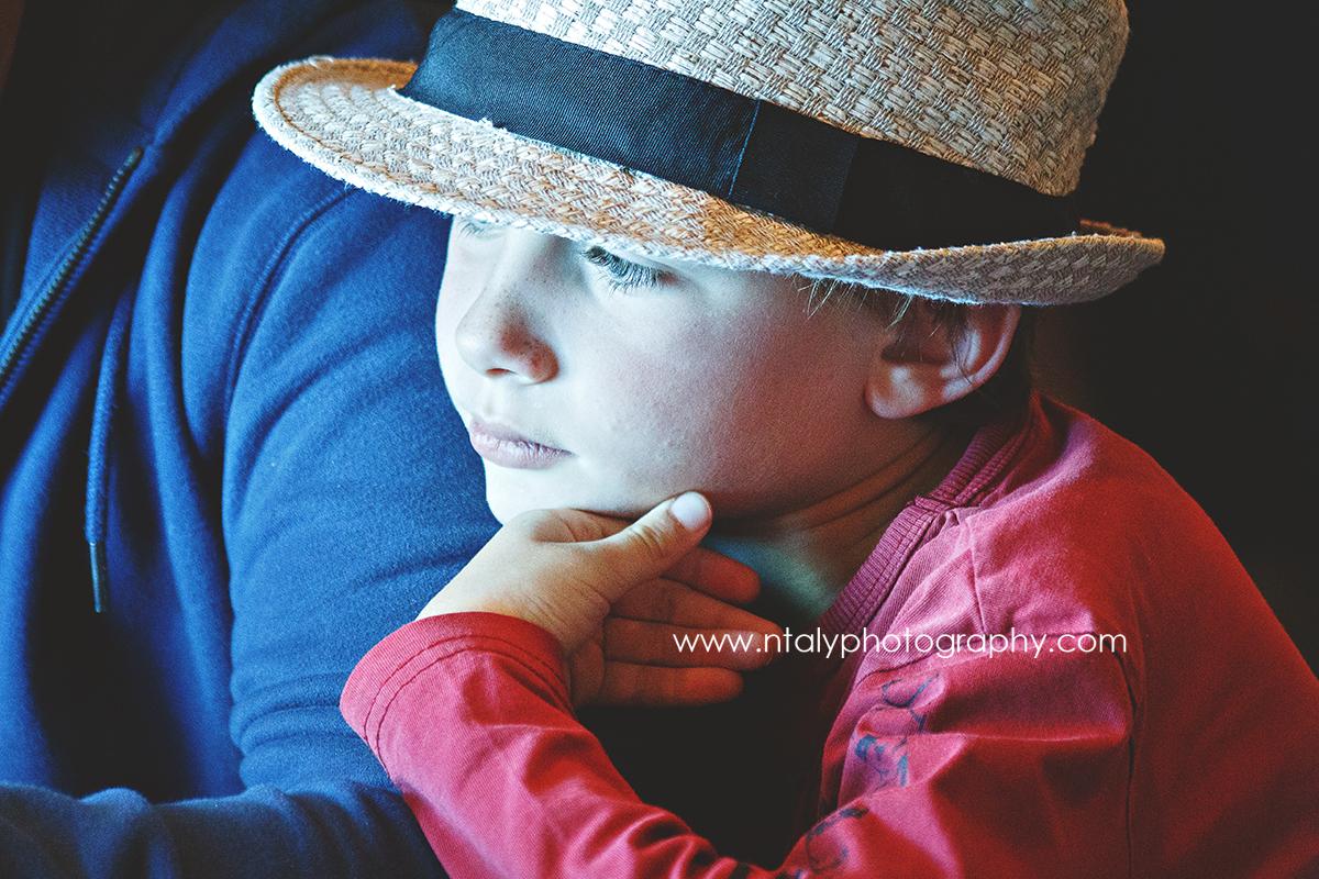 enfant chapeau bateau