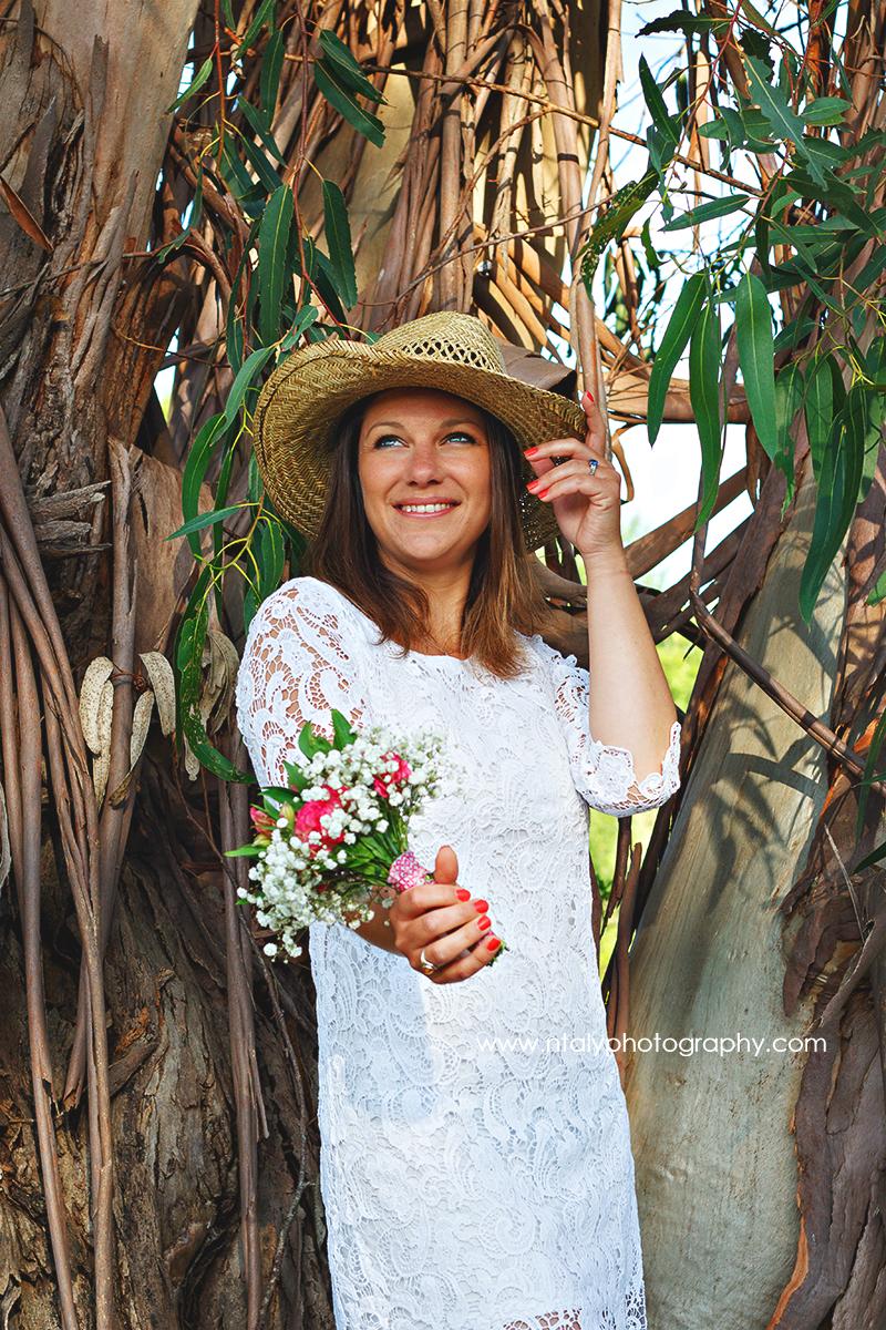 jeune femme future mariée fleurs