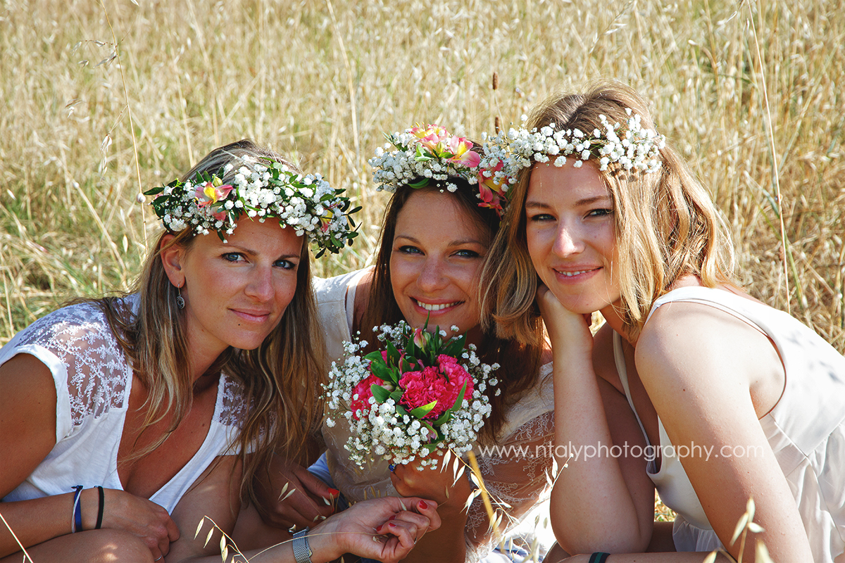 3 soeurs champs couronnes fleurs campagne