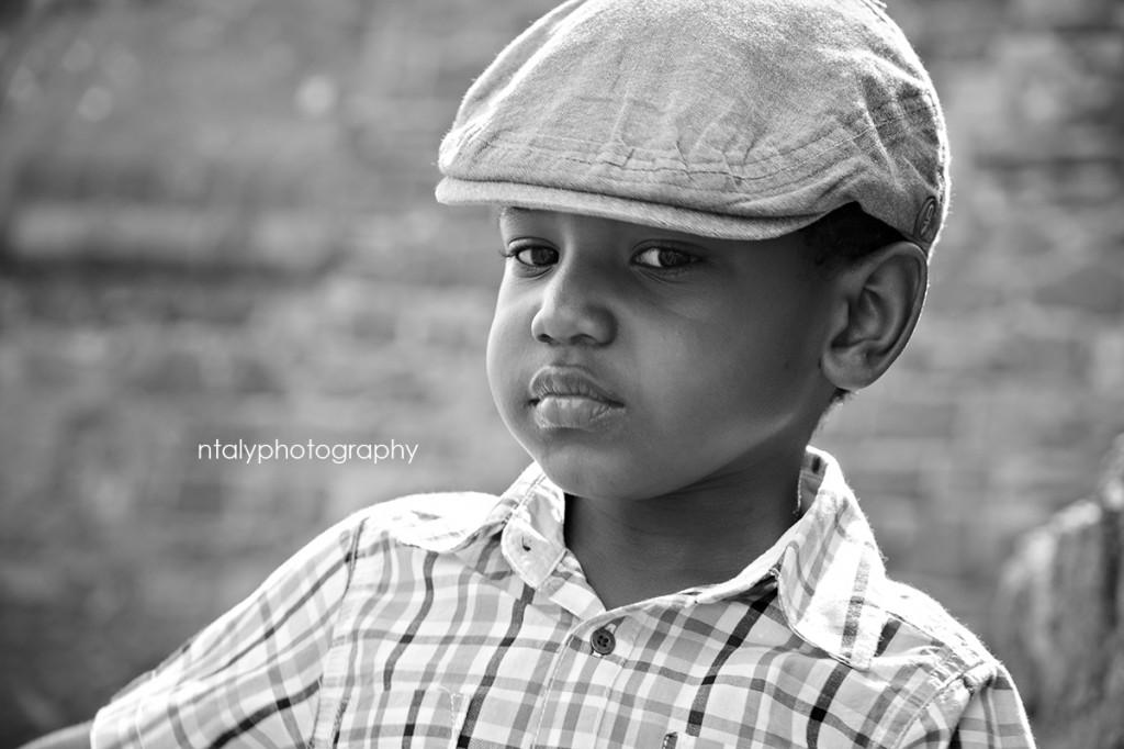 portrait garçon noir et blanc
