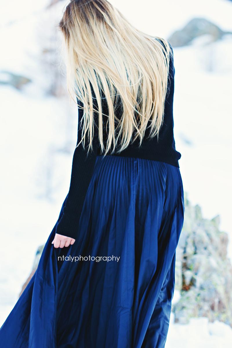 jeune femme blonde cheveux longs