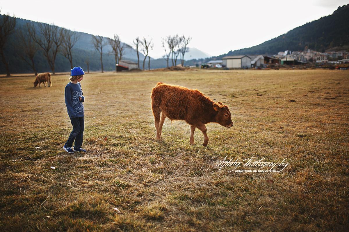 l'enfant et la vache