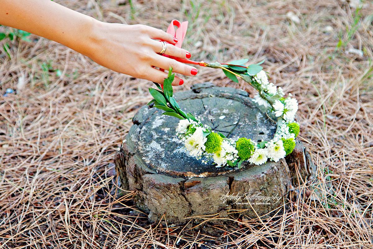 main bague fiançailles couronne de fleurs
