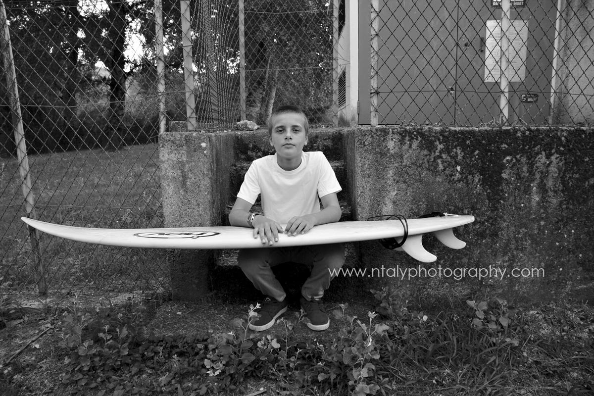 photo noir et blanc rentrée scolaire ado collège surf