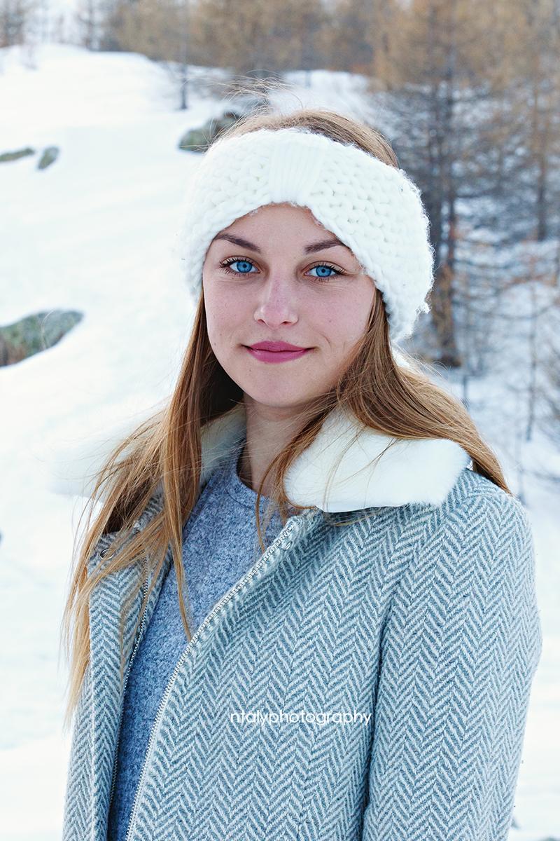 jeune femme blonde hiver neige