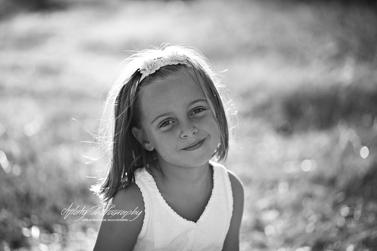 portrait noir et blanc petite fille