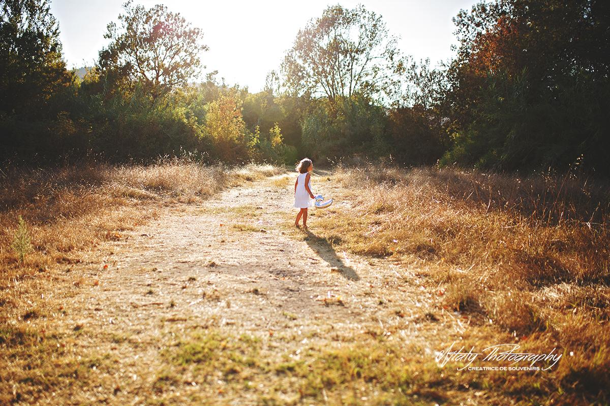petite fille champs soleil